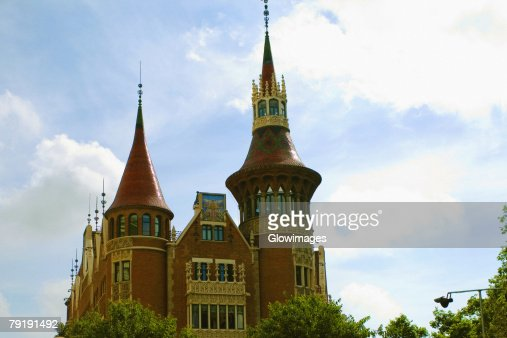 Low angle view of a church, Barcelona, Spain : Foto de stock