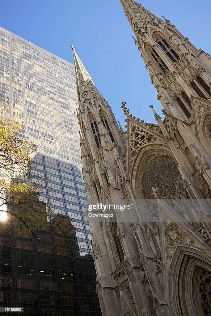Low angle view of a church, St. Patrick's Cathedral, Manhattan, New York City, New York State, USA : Foto de stock