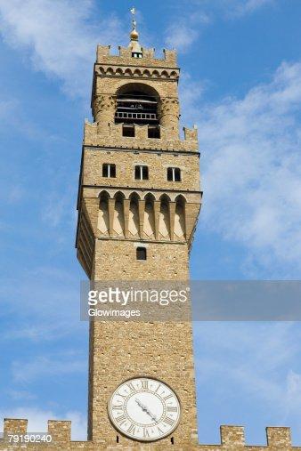 Low angle view of a clock tower, Pallazo Vecchio, Piazza Della Signoria, Florence, Italy : Foto de stock