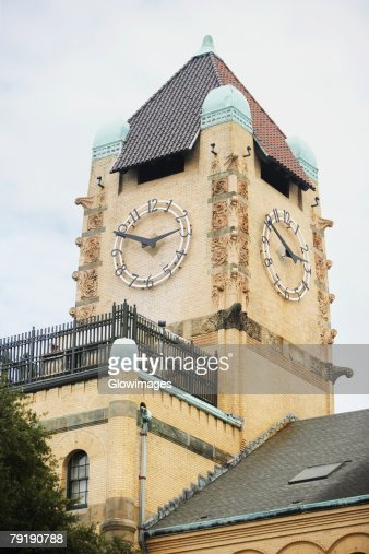 Low angle view of a clock tower, Savannah, Georgia, USA : Foto de stock