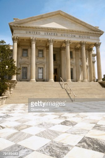 Low angle view of a government building, U.S. Customs House, Charleston, South Carolina, USA : Foto de stock