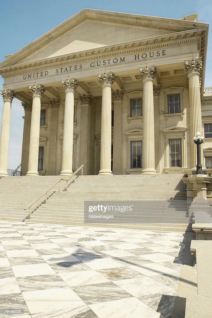 Low angle view of a government building, U.S. Customs House, Charleston, South Carolina, USA : Stock Photo