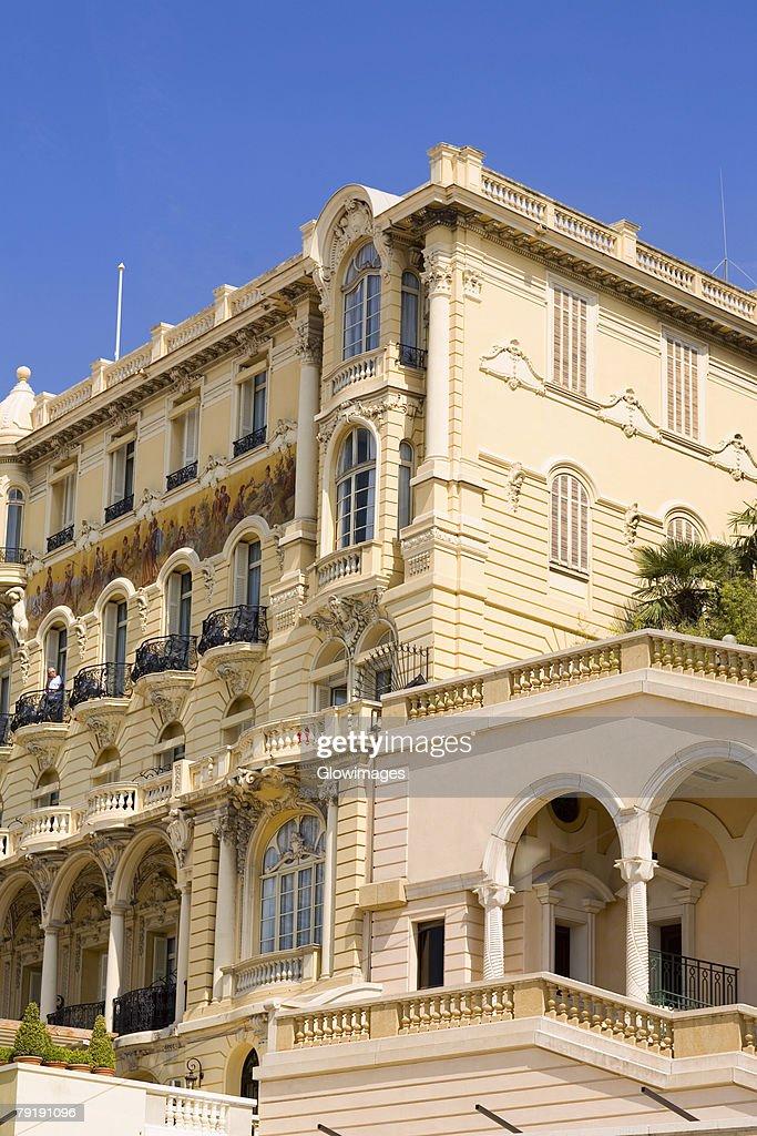 Low angle view of a hotel, Hotel Hermitage, Monte Carlo, Monaco : Foto de stock