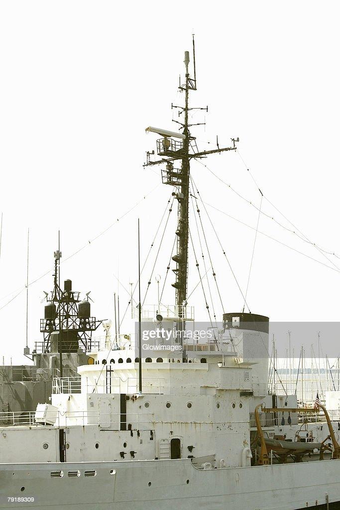 Low angle view of a military ship, Patriot's Point, Charleston Harbor, Charleston, South Carolina, USA : Foto de stock