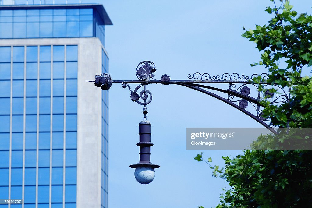 Low angle view of a street light in front of a building, Barcelona, Spain : Foto de stock