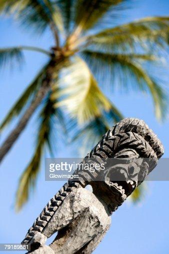 Low angle view of a tiki torch, City Of Refuge, Kona Coast, Puuhonua O Honaunau National Historical Park, Big Island, Hawaii Islands, USA : Foto de stock