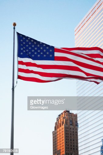 Low angle view of an American flag, World Trade Center, Manhattan, New York City, New York State, USA : Foto de stock
