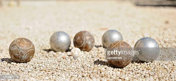 Vue en contre-plongée de pétanque balles en-Provence