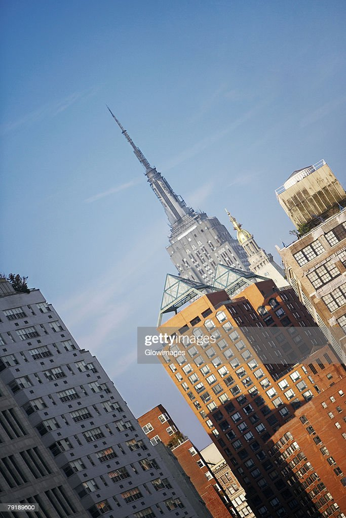 Low angle view of buildings, Empire State Building, Manhattan, New York City, New York State, USA : Foto de stock