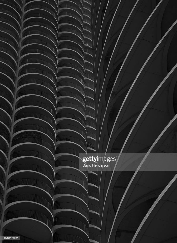Low angle view of Chicago highrise : Stock Photo