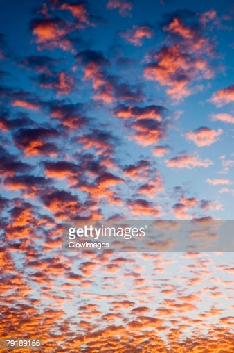 Low angle view of clouds in the sky : Foto de stock