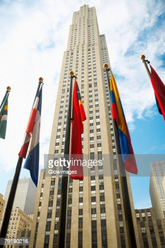 Low angle view of flags in front of a building, Rockefeller Center, Manhattan, New York City, New York State, USA : Foto de stock