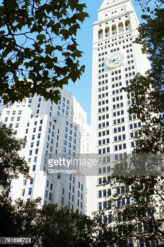 Low angle view of skyscrapers, New York City, New York State, USA : Foto de stock