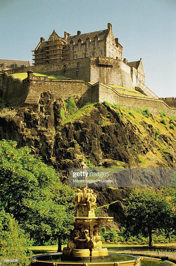 Low angle view of the Edinburgh Castle at a rocky cliff, Edinburgh, Scotland : Stock Photo