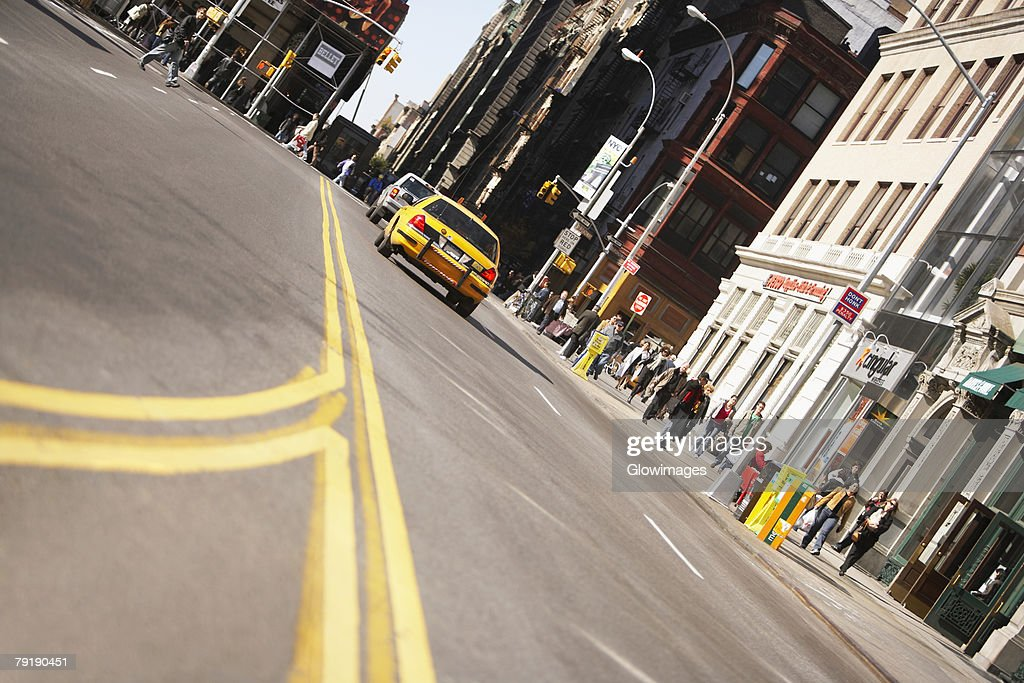 Low angle view of traffic on a road, New York City, New York State, USA : Foto de stock