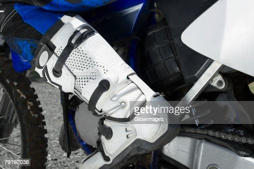 Low section view of a motocross rider : Foto de stock