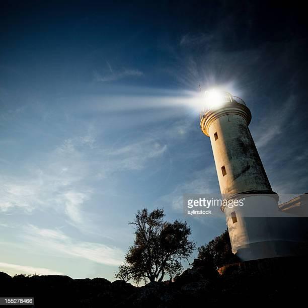 Niedrigen Winkel Ansicht von einem Leuchtturm in der Dämmerung