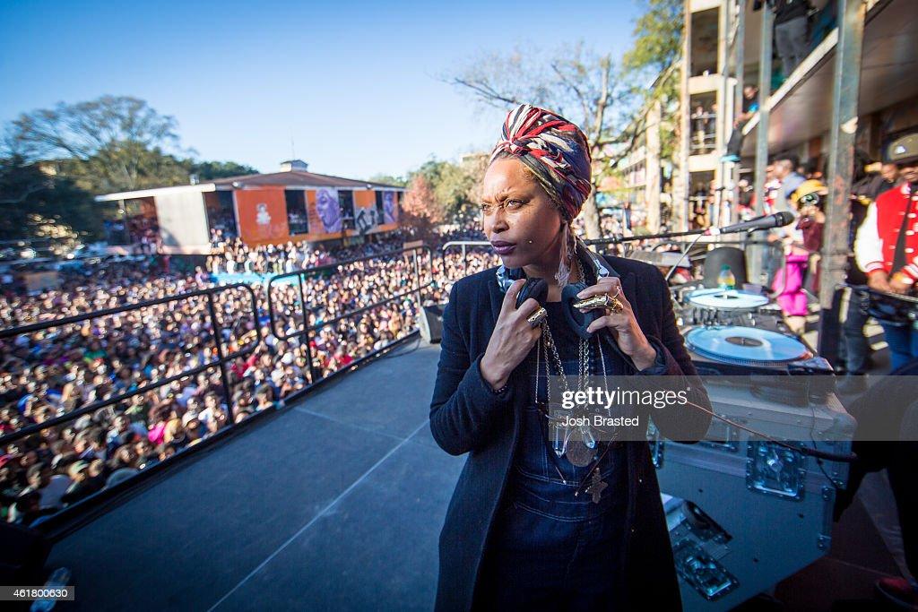 Lowdown Loretta Brown aka Erykah Badu performs at Exhibit BE on January 19 2015 in New Orleans Louisiana
