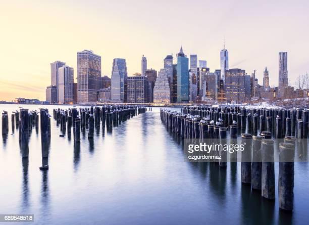 明け方、ニューヨーク市マンハッタンのスカイライン