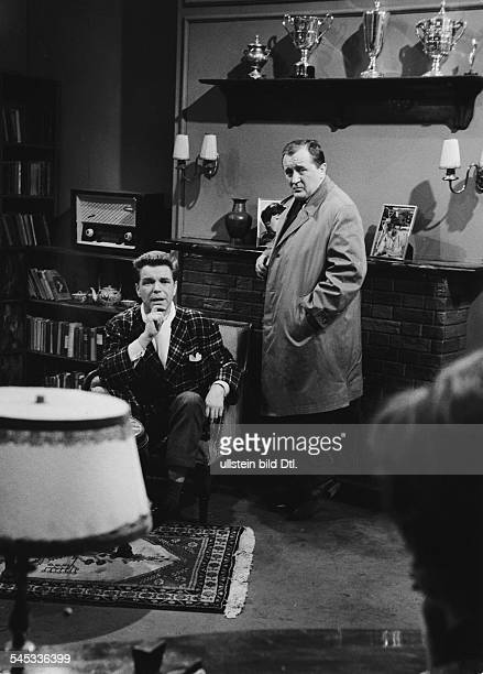Lowitz Siegfried Actor Germany * with Heinz Drache in the TV movie 'Bei Anruf Mord' Directed by Rainer Wolffhardt West Germany 1959 Vintage property...