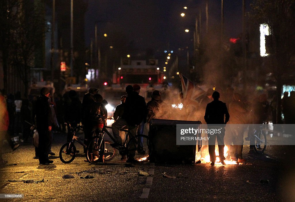 Loyalist protesters burn debris on the lower Newtownards road in Belfast, Northern Ireland on January 5, 2013. Nine officers were injured and 18 people arrested in fresh violence overnight on the streets of Belfast, police said on January 5. Tensions have risen in the British province since councillors voted on December 3, 2012 to limit the number of days the Union flag can fly over the City Hall to 17, outraging loyalists who believe Northern Ireland should retain strong links to Britain. AFP PHOTO / PETER MUHLY