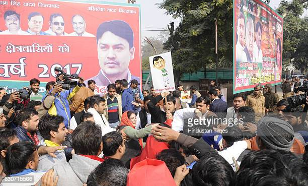 Loyalists of Uttar Pradesh Chief Minister Akhilesh Yadav and SP state unit Chief Shivpal Yadav exchange blows near Samajwadi Party office on December...