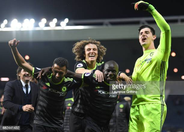 lr Antonio Conte Pedro David Luiz N'Golo Kante and Thibaut Courtois of Chelsea celebrate winning the league during the Premier League match between...