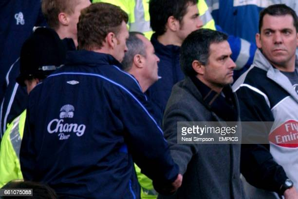 lr Everton's Manager David Moyes shakes hands with his opposite number at Chelsea Jose Mourinho