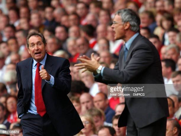 lr Liverpool Manager Gerard Houllier gives the thumbs up as Chelsea manager Claudio Ranieri shouts