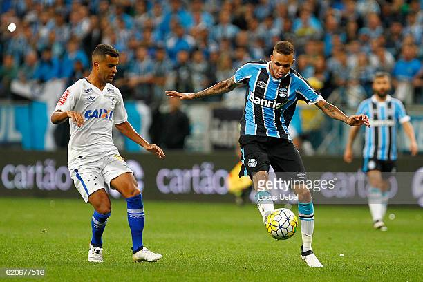 Luan of Gremio battles for the ball against Alisson of Cruzeiro during the match Gremio v Cruzeiro as part of Copa do Brasil SemiFinals 2016 at Arena...