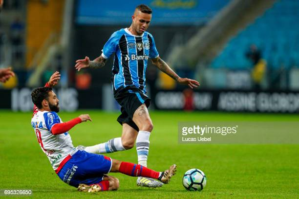 Luan of Gremio battles for the ball against Allione of Bahia during the match Gremio v Bahia as part of Brasileirao Series A 2017 at Arena do Gremio...