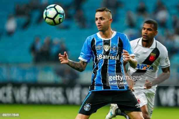 Luan of Gremio battles for the ball against Breno of Vasco during the match Gremio v Vasco as part of Brasileirao Series A 2017 at Arena do Gremio on...