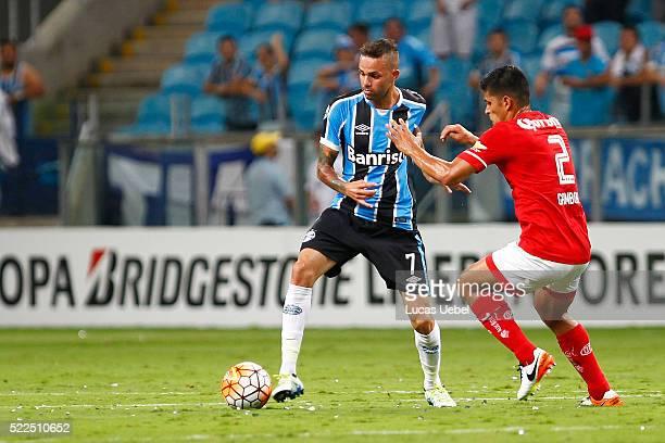 Luan of Gremio battles for the ball against Francisco Gamboa of Toluca during the match Gremio v Toluca as part of Copa Bridgestone Libertadores 2016...