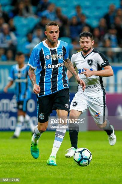 Luan of Gremio battles for the ball against Joao Paulo of Botafogo during the match Gremio v Botafogo as part of Brasileirao Series A 2017 at Arena...