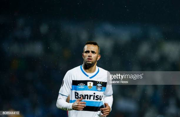 Luan of Gremio looks on during a first leg match between Godoy Cruz and Gremio as part of round of 16 of Copa CONMEBOL Libertadores Bridgestone 2017...