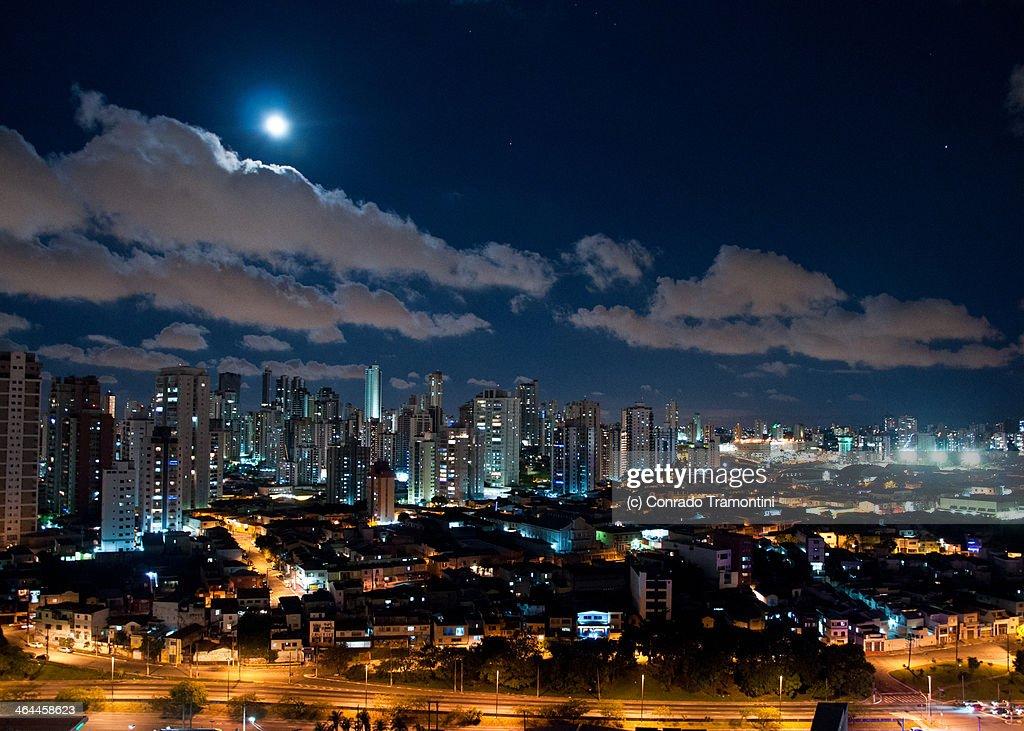 Luar sobre São Paulo