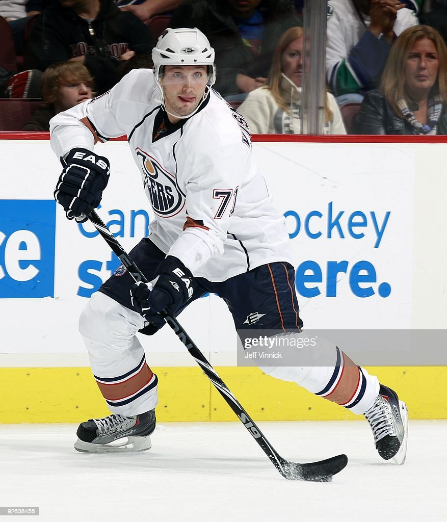 Edmonton Oilers v Vancouver Canucks