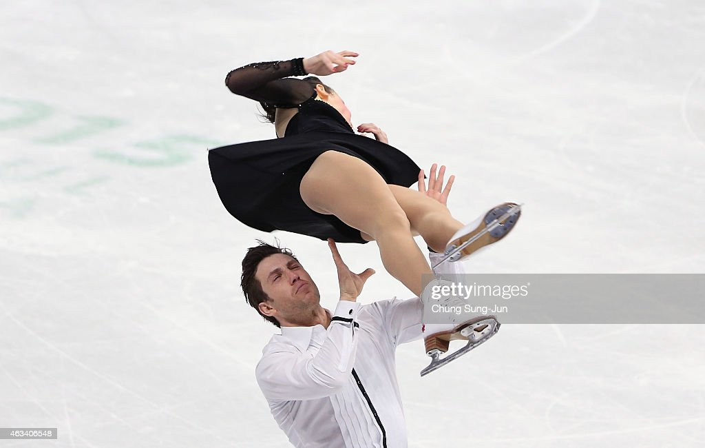 Lubov Iliushechkina and <a gi-track='captionPersonalityLinkClicked' href=/galleries/search?phrase=Dylan+Moscovitch&family=editorial&specificpeople=7301055 ng-click='$event.stopPropagation()'>Dylan Moscovitch</a> of Canada perform during the Pairs Free Skating on day three of the ISU Four Continents Figure Skating Championships 2015 at the Mokdong Ice Rink on February 14, 2015 in Seoul, South Korea.