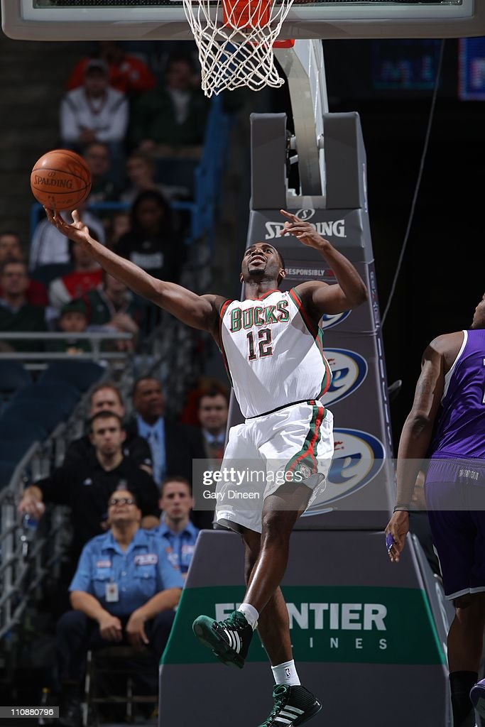 Sacramento Kings v Milwaukee Bucks