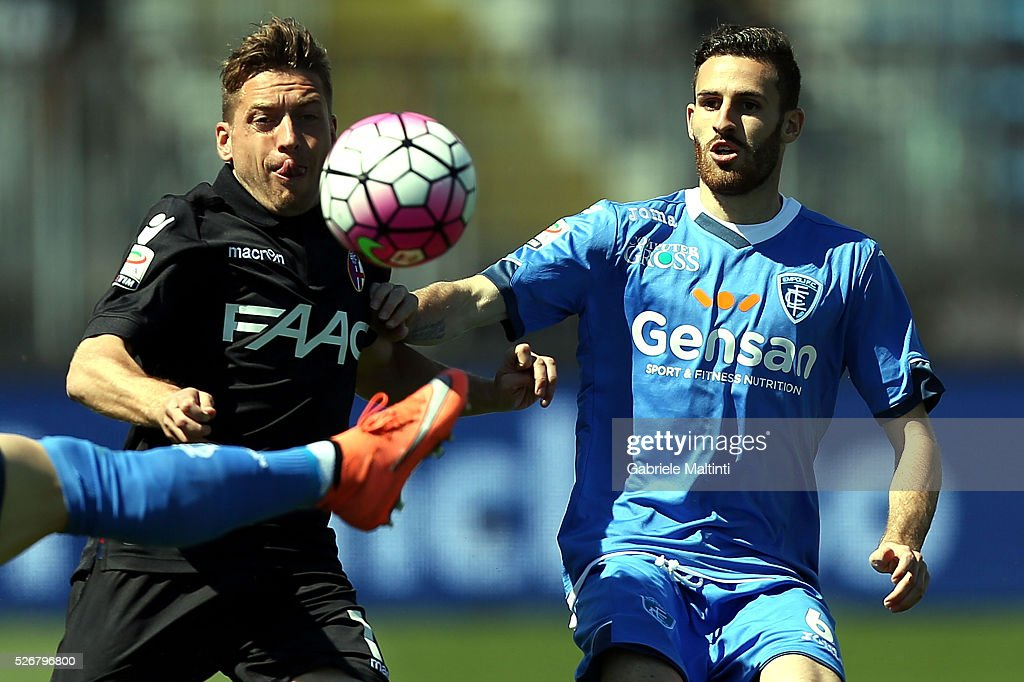 Luca Bittante of Empoli FC battles for the ball with Emanuele Giaccherini of Bologna Fc during the Serie A match between Empoli FC and Bologna FC at Stadio Carlo Castellani on May 1, 2016 in Empoli, Italy.