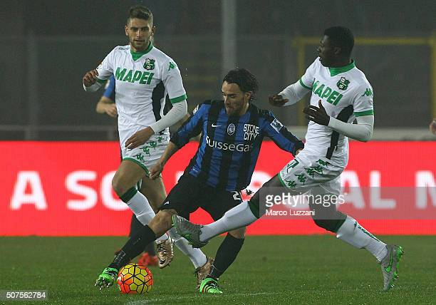 Luca Cigarini of Atalanta BC competes for the ball with Alfred Duncan of US Sassuolo Calcio during the Serie A match between Atalanta BC and US...