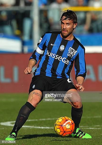 Luca Cigarini of Atalanta BC in action during the Serie A match between Atalanta BC and ACF Fiorentina at Stadio Atleti Azzurri d'Italia on February...