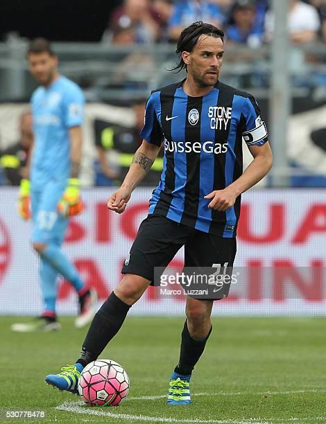 Luca Cigarini of Atalanta BC in action during the Serie A match between Atalanta BC and Udinese Calcio at Stadio Atleti Azzurri d'Italia on May 8...