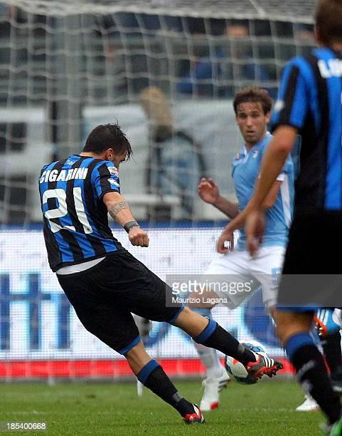 Luca Cigarini of Atalanta scores the opening goal during the Serie A match between Atalanta BC and SS Lazio at Stadio Atleti Azzurri d'Italia on...