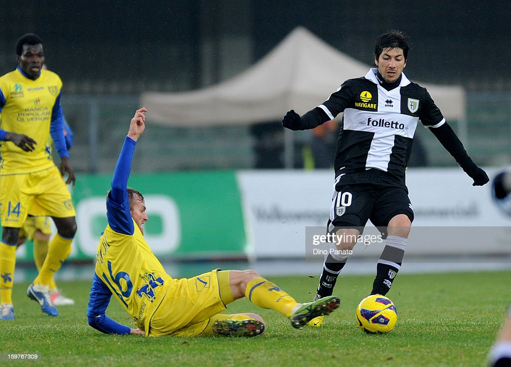 Luca Rigoni (L) of Chievo Verona competes with <a gi-track='captionPersonalityLinkClicked' href=/galleries/search?phrase=Jaime+Valdes&family=editorial&specificpeople=5669684 ng-click='$event.stopPropagation()'>Jaime Valdes</a> of Parma FC during the Serie A match between AC Chievo Verona and Parma FC at Stadio Marc'Antonio Bentegodi on January 20, 2013 in Verona, Italy.