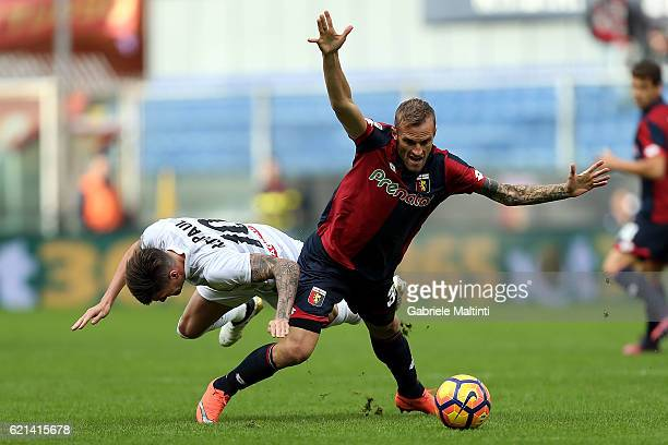 Luca Rigoni of Genoa CFC battles for the ball with Rodrigo De Paul of Udinese Calcio during the Serie A match between Genoa CFC and Udinese Calcio at...