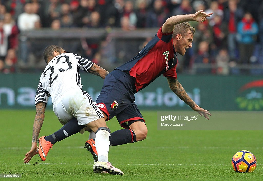 Luca Rigoni (R) of Genoa CFC competes for the ball with Daniel Alves da Silva (L) of Juventus FC during the Serie A match between Genoa CFC and Juventus FC at Stadio Luigi Ferraris on November 27, 2016 in Genoa, Italy.