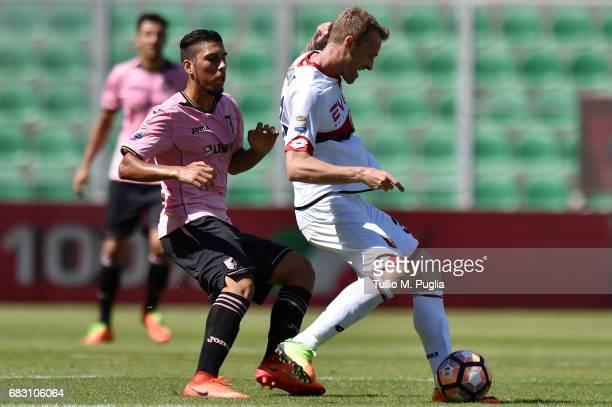 Luca Rigoni of Genoa is challenged by Gennaro Ruggiero of Palermo during the Serie A match between US Citta di Palermo and Genoa CFC at Stadio Renzo...