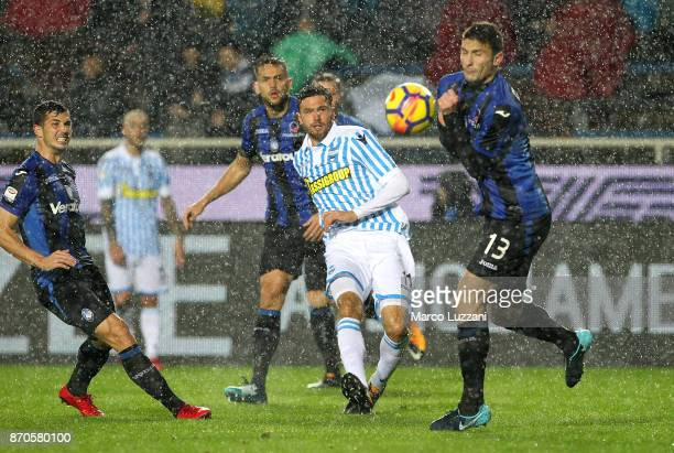 Luca Rizzo of Spal scores his goal during the Serie A match between Atalanta BC and Spal at Stadio Atleti Azzurri d'Italia on November 5 2017 in...