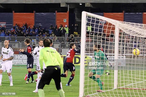 Luca Rossettini of Cagliari scores a goal during the Serie A match between Cagliari Calcio and US Sassuolo Calcio at Stadio Sant'Elia on January 24...